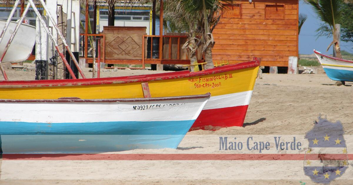 fishing boats villa do maio